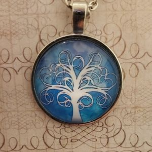 Jewelry - ♡2/$7 or 4/$10♡ Tree of Life Necklace